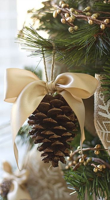 http://www.makeit-loveit.com/2013/11/pine-cone-bow-ornament-and-other-dream-tree-challenge-details-for-those-who-asked.html