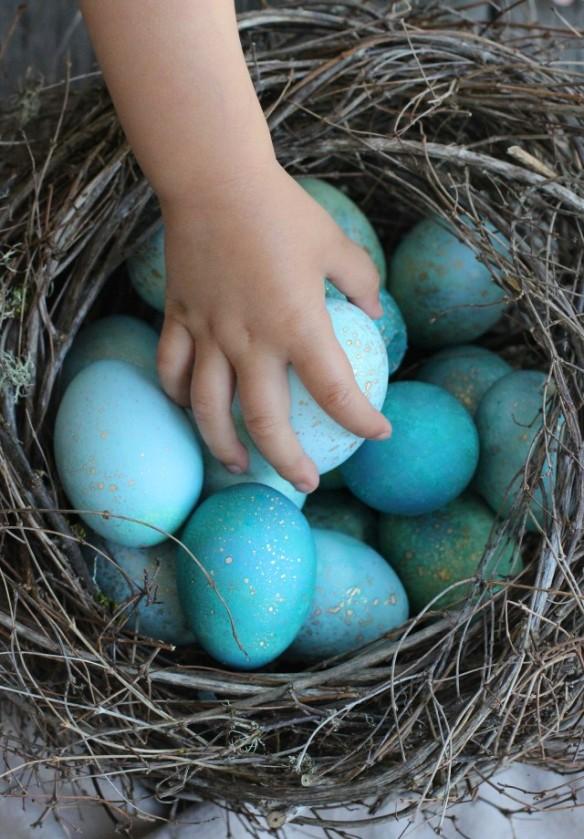 Source: http://honestlyyum.com/12980/diy-dyed-robin-eggs